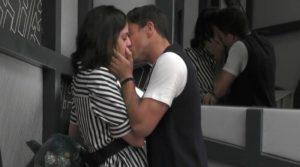 GF Filippo e Lucia si baciano