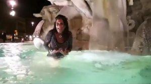 Aida ma usa le docce invece delle fontane