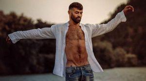Gianni Sperti posa nudo