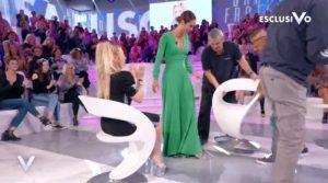 Lisa Fusco a Verissimo fa cambiare sedie(video)