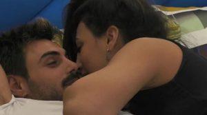 Il momento perfetto per un bacio(video)