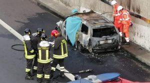 Auto prende fuoco: morto un 38enne
