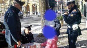 Carabinieri fanno dono a bambina senza regali
