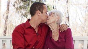 Lei ha 88 anni, lui 25 la storia finisce in tribunale