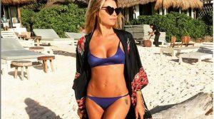 Elenoire Casalegno si spoglia: la showgirl in topless