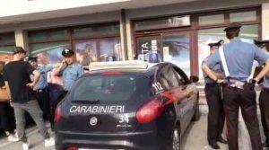 Carabiniere si lancia nel fuoco e salva un bambino