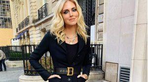 Chiara Ferragni mamma in topless, criticata