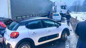 Maxi tamponamento per il ghiaccio: coinvolte 50 auto