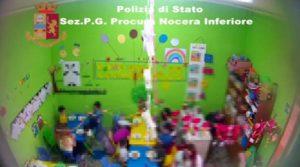 Maltrattamenti, minacce e percosse ai bambini: sospese due maestre