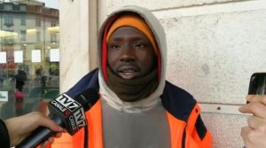Immigrato 21enne si getta nel fiume gelido e salva un suicida