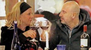 Tina Cipollari e il fidanzato Vincenzo travolti dalla passione