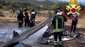 Ultraleggero tocca i cavi elettrici: morto il pilota