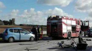 Scontro tra due auto sul rettilineo: muore ragazzo di 28 anni